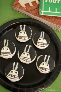 Create mini Football player cookies. So easy, even beginners can do it.