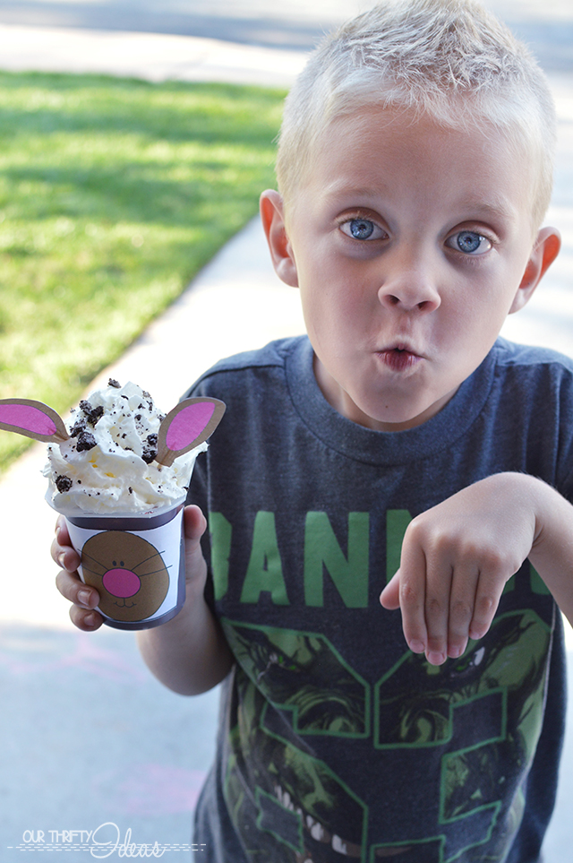 This is such a fun idea for an Easter or Spring party. Use the free printable provided to create a face on the pudding cups, and put the ears on toothpicks to put in the top!
