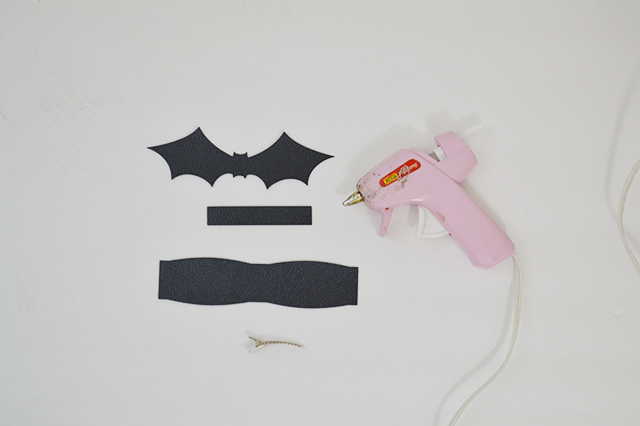 This Halloween bow is so simple and can be made in just 10 minutes!!
