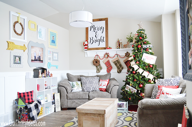 Traditional Colors in Christmas Living Room Decor