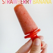 HEALTHY 3 ingredient popsicle recipe - Strawberry Banana