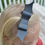 Little Girls Bat Bow Tutorial - Halloween Craft